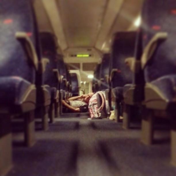 אזעקה. אבא שלי  ברכבת מבקש שישלחו לאמא  שלי תמונה