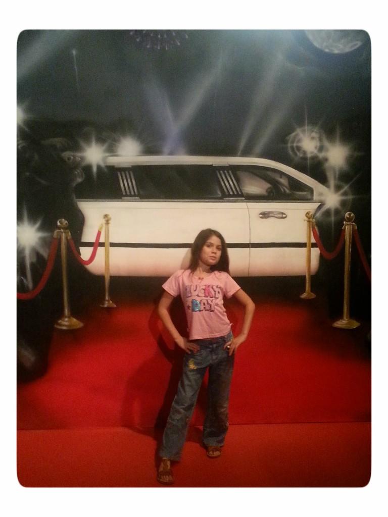 הומג' למסיבות סיום  מזל שיש לה עוד כמה שנים :)  צילום טלי בריל