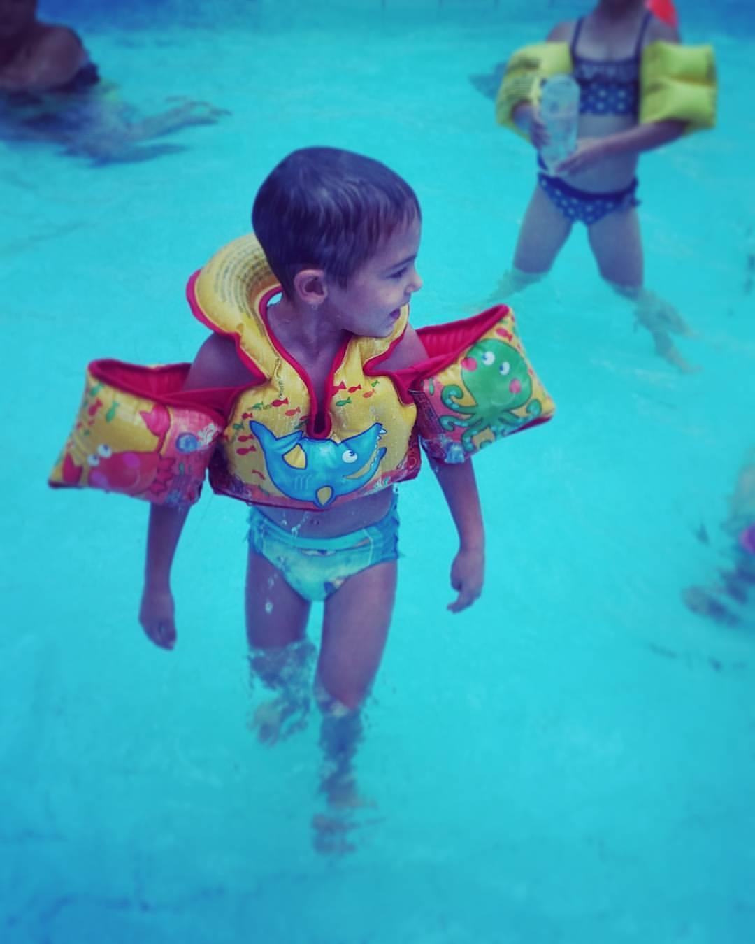 ככה נראה ילד מאושר בבריכה, צילום טלי בריל