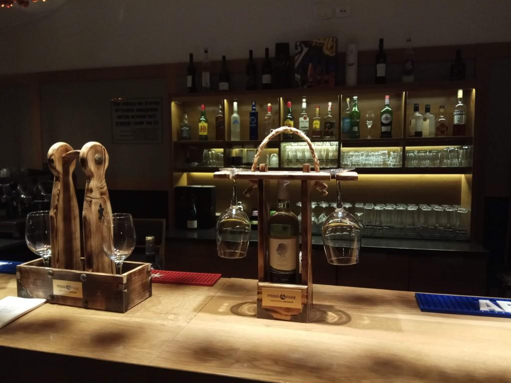 טעימות של יקב היוצר בלובי, כמעט מרתף יינות צילום טלי בריל